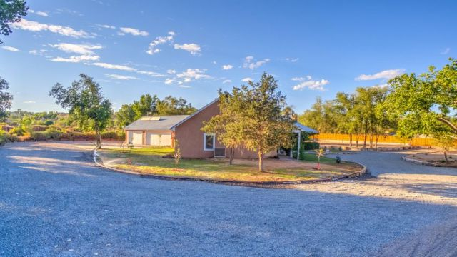 808 W Meadowlark Road, Corrales, NM 87048