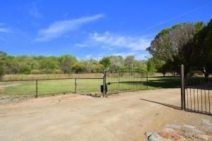 270 Sutton Lane, Bosque Farms, NM 87068