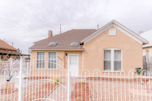 629 Arno Street SE, Albuquerque, NM 87102