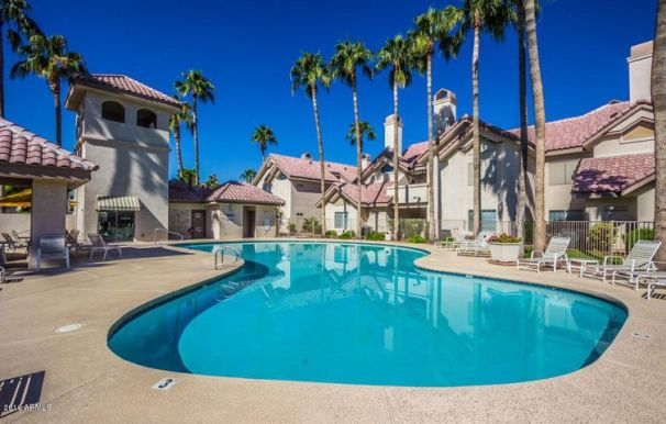 Ideal 2 Bed/ 2 Bath Condo for sale with Pool, Tennis and Workout Area!!