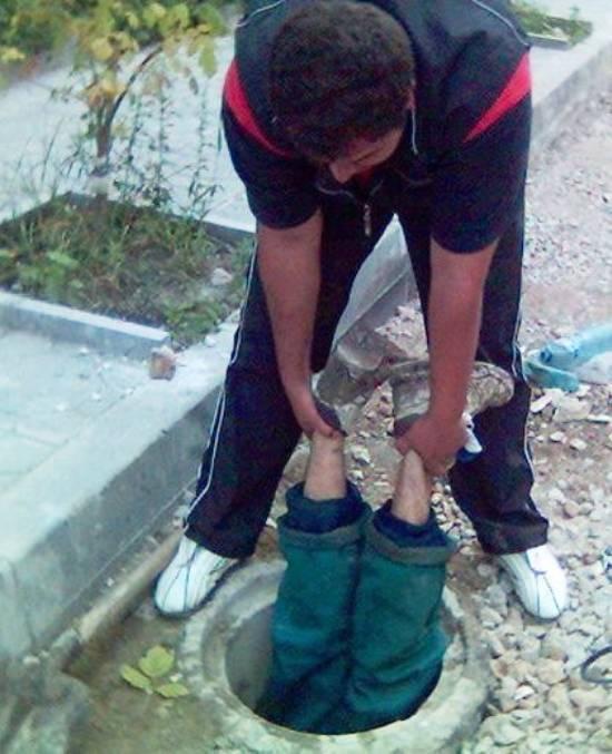 parenting fail manhole The Worlds Worst Parents, Part II