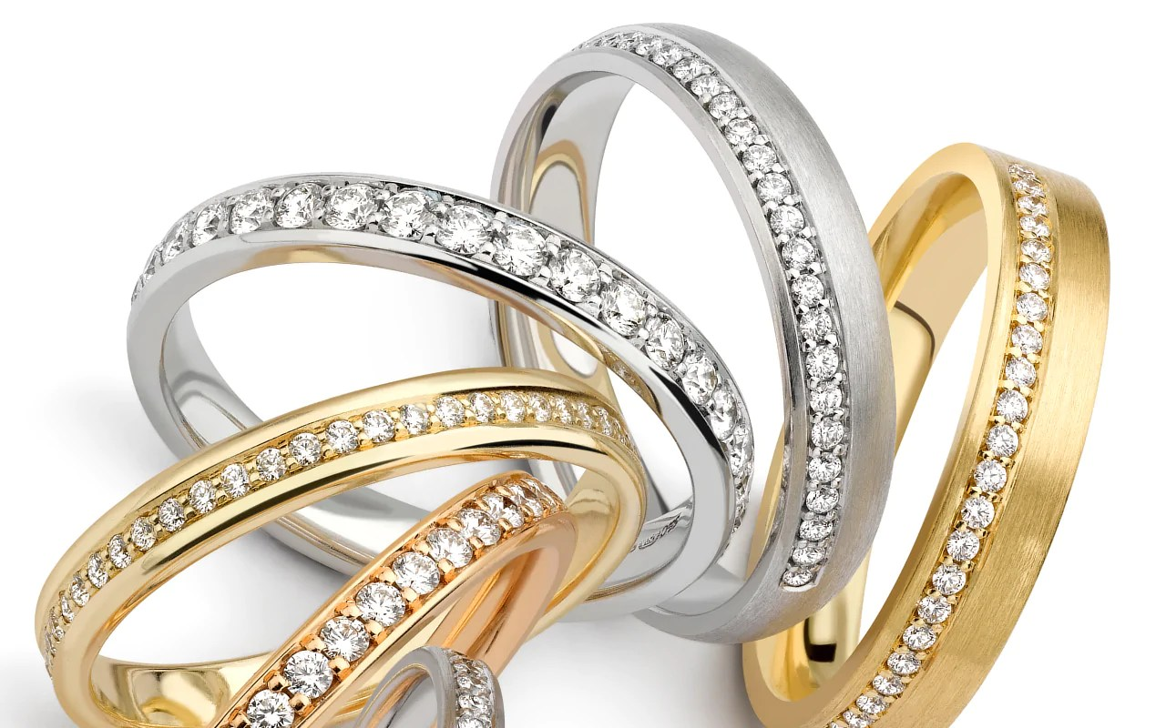 wedding ring guide huge wedding ring Ensure you buy your ring from a reputable shop or website especially when buying a ring with diamonds as the quality of your diamonds can make a huge