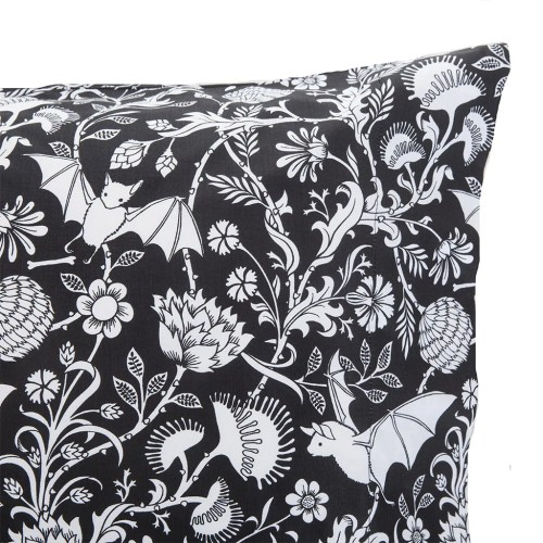 Medium Of Pillowcases And Shams