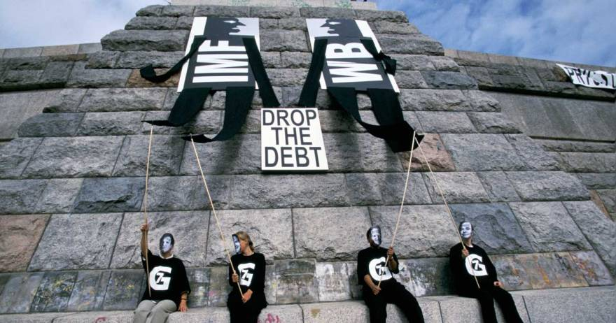 Protests against the influence of the IMF and World Bank at a G7 summit