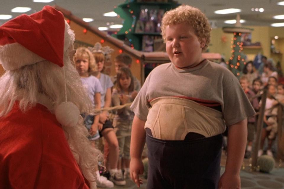 Bad Santa Red Band Trailer Screenshot 1-2