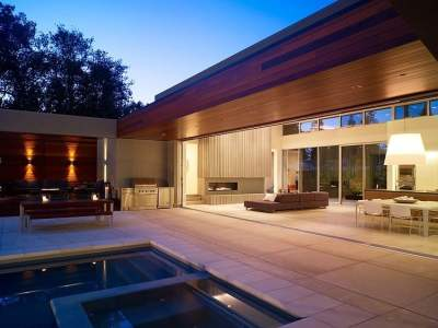 Modern U-Shaped California Home with Central Patio