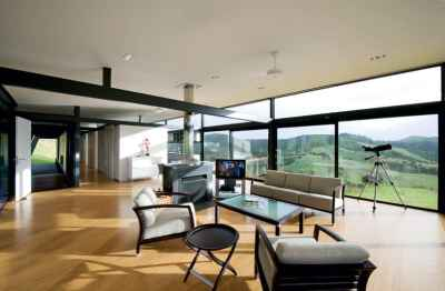 Truss-Style New Zealand Glass House With Complex Interior