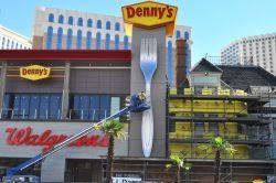 Distinctive Castle Eater Vegas Denny S Las Vegas Nv 89109 Denny S Las Vegas Strip Wedding Chapel Castle At Casino Royale Bradley Martin Giant Not