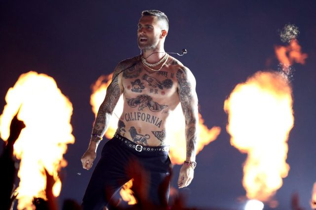 Картинки по запросу Were Maroon 5 the most boring Super Bowl halftime entertainers ever?