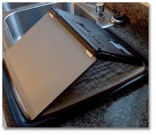 agua laptop ¿Le cayo agua a tu laptop? Consejos para protegerla