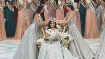 Gaya Busana Miss Indonesia 2019 Princess Mikhaelia Audrey ...