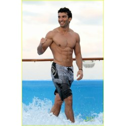 Small Crop Of Justin Baldoni Body
