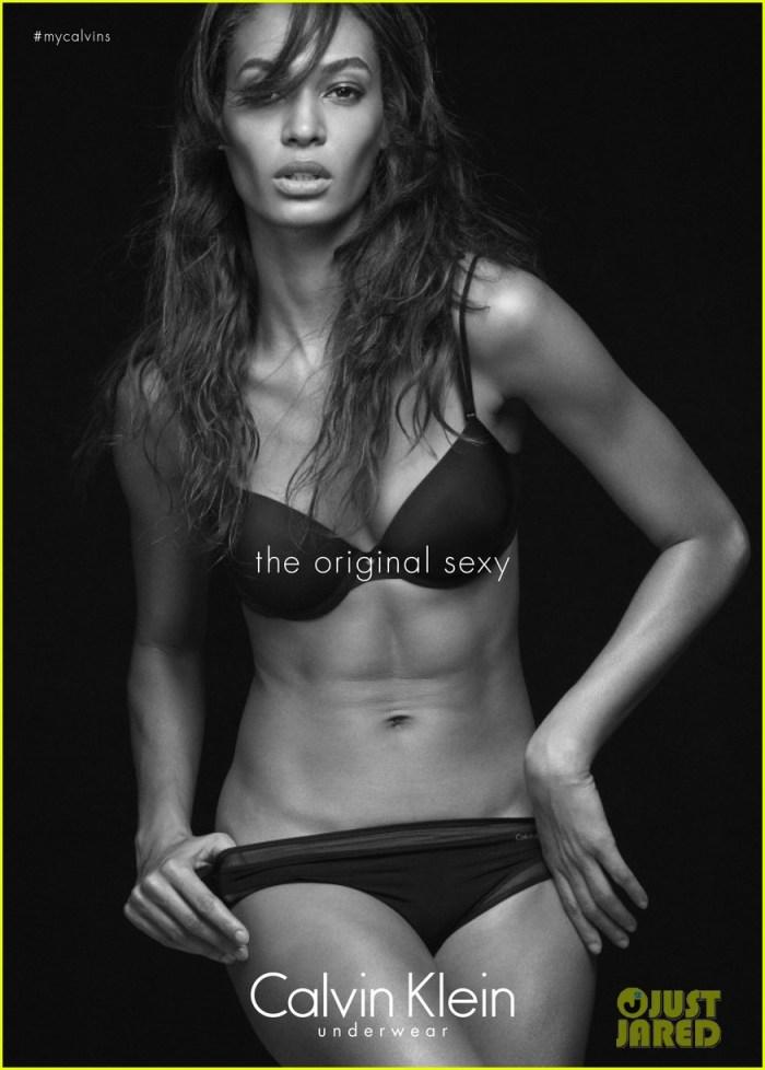 Foto Topless Kendall Jenner Berpose Sexy Tanpa Sensor 2
