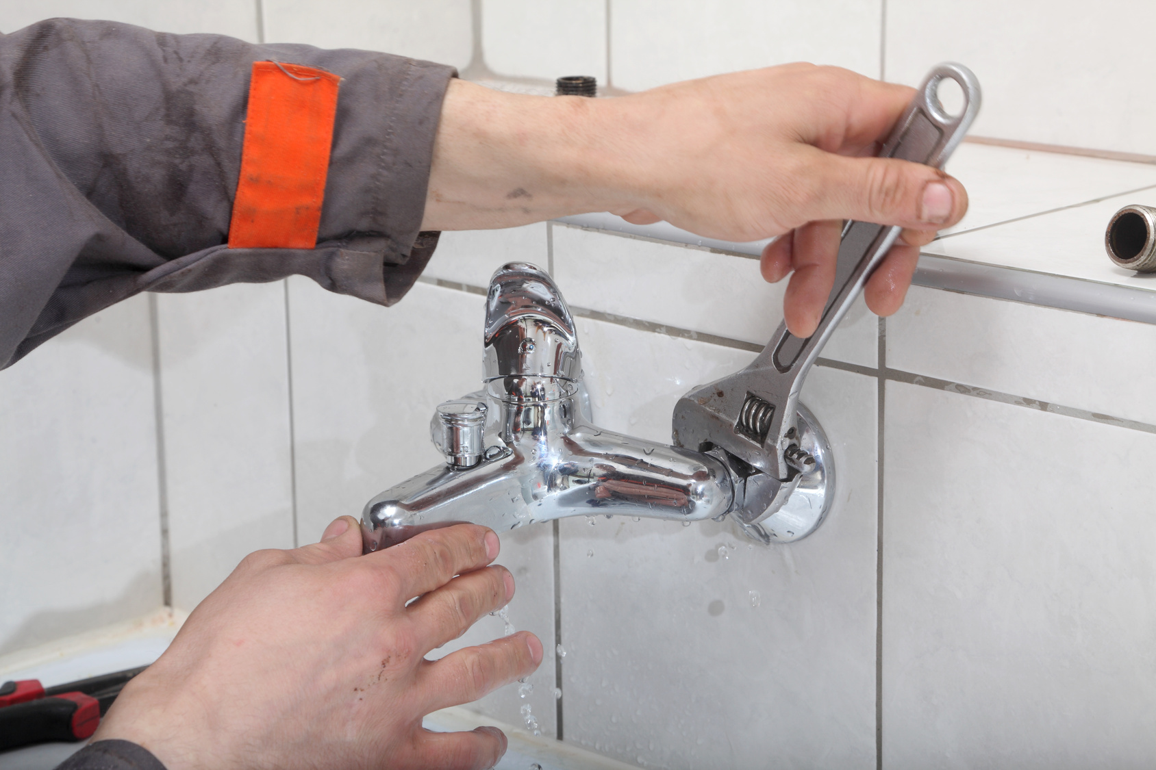 Plumbing Tips Replacing Your old Kitchen Faucet leaking kitchen faucet
