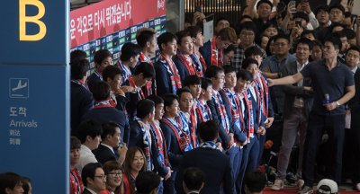 WATCH South Korean World Cup Team Bombarded With Eggs and Union Jack Cushions - Sputnik ...