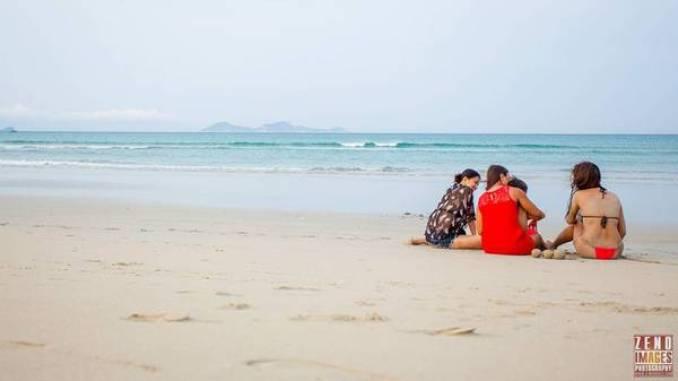 Bãi biển rất sạch và vắng. Ảnh: Zeno
