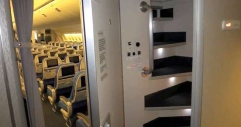 did-you-know-flight-attendants-and-pilots-have-secret-bedrooms-on-planes-16-photos-13 2