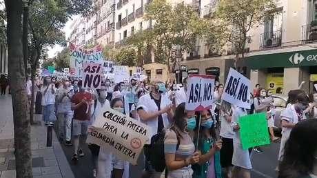 Más de 2.000 médicos internos residentes de Madrid se declaran en huelga y toman las calles