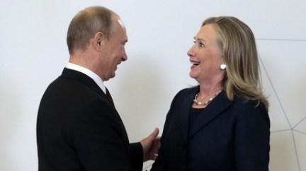 Vladimir Putin meets former US Secretary of State Hillary Clinton at the APEC summit on September 8, 2012 © Mikhail Metzel
