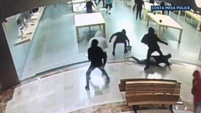 Apple Store robbery caught on video in Costa Mesa | abc7.com