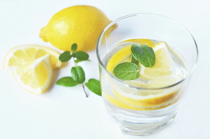 Drinking lemon water in the morning has many health benefits.