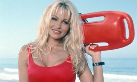 "Pamela Anderson Officially Joins ""Baywatch"" Movie"