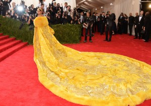 "Rihanna arrives at The Metropolitan Museum of Art's Costume Institute benefit gala celebrating ""China: Through the Looking Glass"" on Monday, May 4, 2015, in New York. (Photo by Evan Agostini/Invision/AP)"