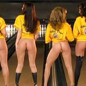 Erika Jordan in Alley Dogs