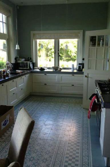 Castelo vloertegels in keuken blauw-wit - Cementtegels