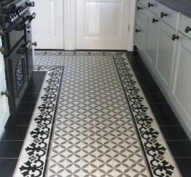 Keukenvloer met cementtegels in zwart, grijs en wit van  OSM