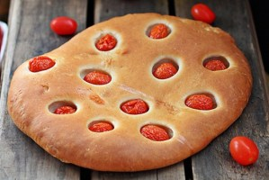 Flatbread with roasted tomatoes