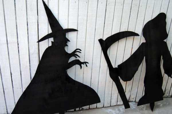 How to Build Halloween Silhouettes For a Spooky Yard