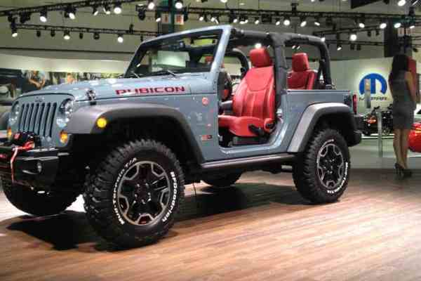 LA Auto Show Kicks Into High Gear