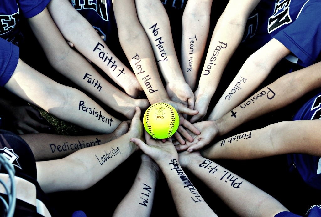 images How to Fastpitch in Softball
