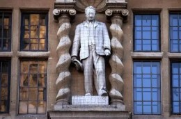 Statue of Cecil Rhodes on campus of Oriel College