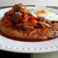 Carne al jugo con tacu tacu