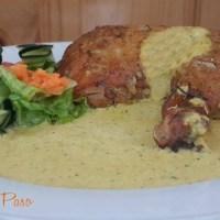 Pollo al Horno con Crema de Ají Amarillo y Ensalada Fresca.