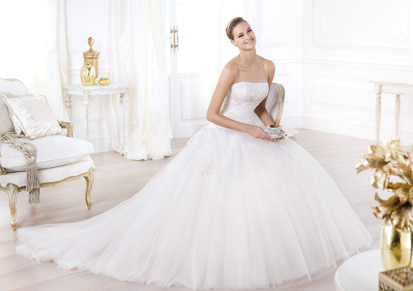 strapless tulle ball gown wedding dress with chapel train strapless tulle wedding dress strapless tulle ball gown wedding dress with chapel train