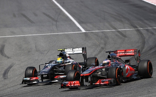 Esteban Gutierrez in lotta con Jenson Button