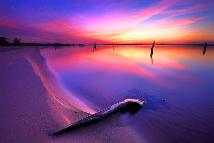 drifting_water_beach_gold_sand_blue_sky_pink_hd-wallpaper-821536