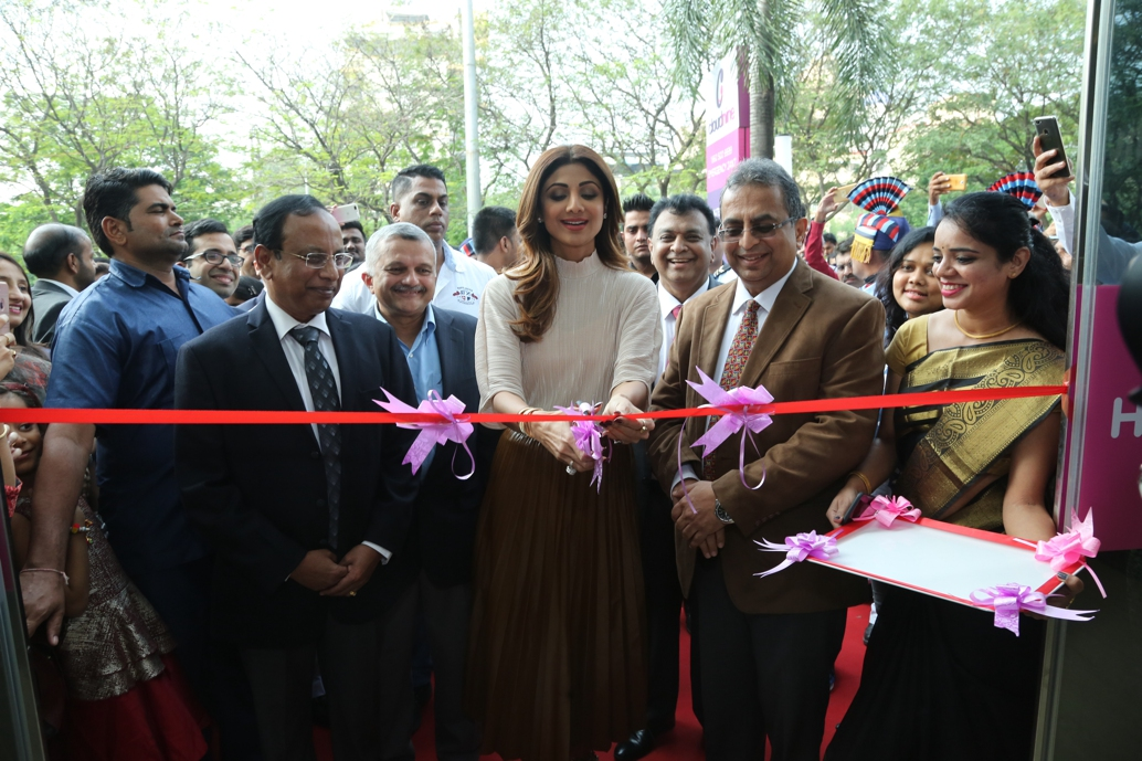 Shilpa Shetty inaugurating cloudnine hospital vashi