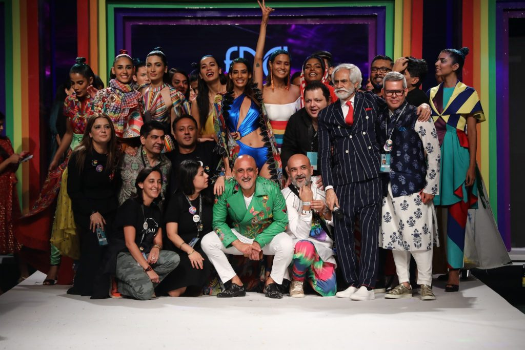 Mr. Sunil Sethi, President FDCI with the designers at the Finale LMIFW SS'19