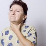 喉の違和感、痛みがある場合とない場合の対処法