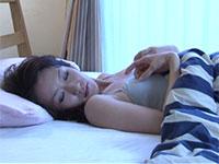 早朝の寝起きから乳首オナニーを始めてしまうほどのチクビオナニスト、高島小百合