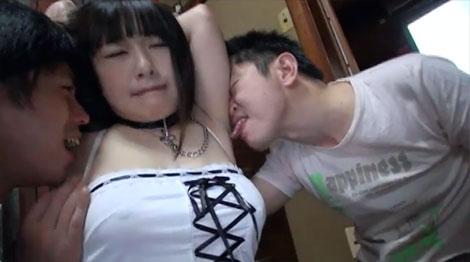 脇舐めで勃起した乳首