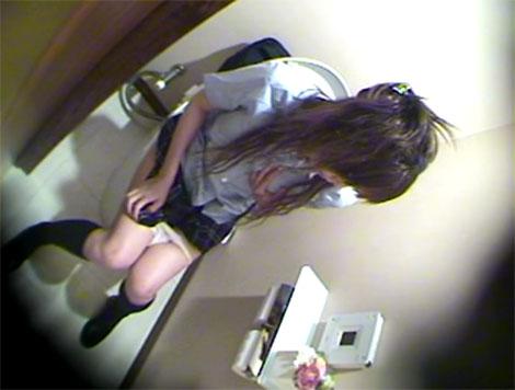 トイレで発情するギャル系のJK