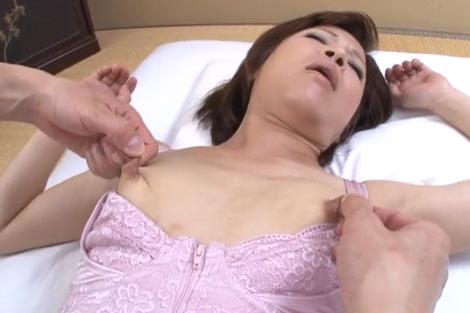 乳首を伸ばされるのが快感