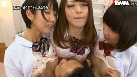 3人の乳首を同時にお楽しみ