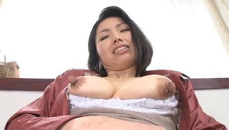 宮部理美さんのデカ乳首