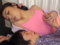 男の指を自分の乳首ぽっちに強制的に擦り付けて快楽を得る欲求不満な最高のエロ姉様